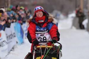 Elisabeth inn mot mål i Finnmarksløpet FL500 og verdensmester 2015. Foto: Finnmarksløpet